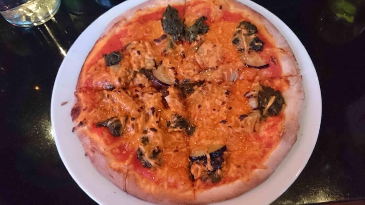 Oranaise vegan pizza